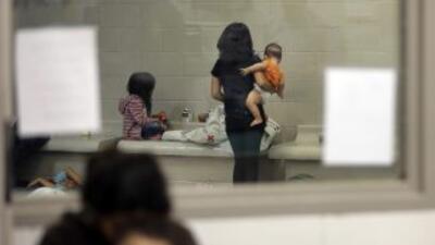 La crisis de niños en la frontera sur de Estados Unidos sobrepasó la cap...