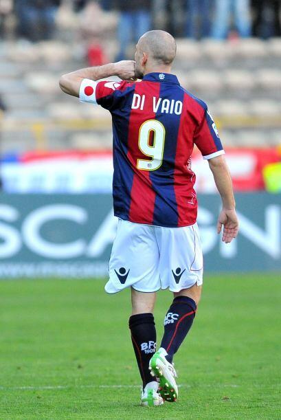 Marco Di Vaio adelantó al Bolonia, pero Dario Dainelli consiguió el tant...