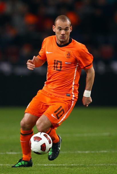 Wesley Sneijder. Posición: Mediocampista. Fecha de Nacimiento: 9 de juni...