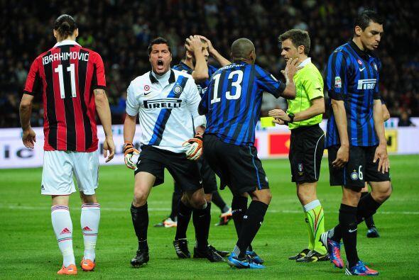 El árbitro marcó penalti en favor del Milan y la defensa rival no lo pod...