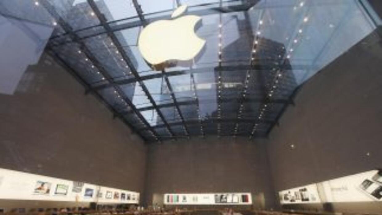 Las tiendas Apple en EU cerraron hoy en homenaje a Steve Jobs.