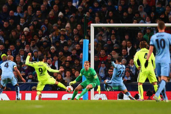 En una gran jugada colectiva Jordi Alba metería un centro a media altura...