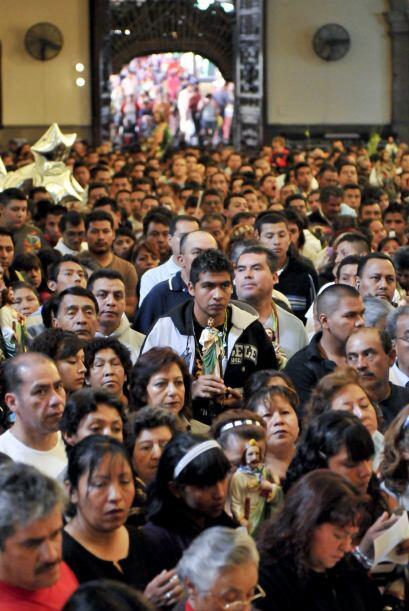 Cada día 28 del mes, la iglesia de San Hipólito, en la capital mexicana,...