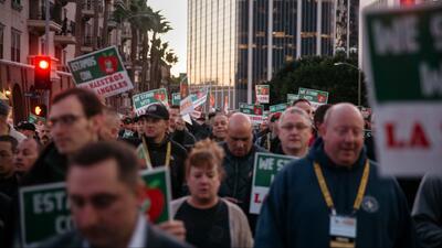 Después de cinco días de acaloradas negociaciones, LAUSD y maestros llegan a un acuerdo tentativo