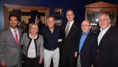 Franco de Vita junto a los congresistas Ileana Ros-Lehtinen, Mario Díaz...
