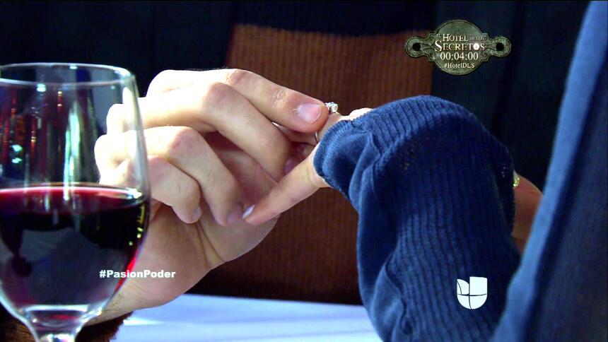 ¡David le propuso matrimonio a Regina! 46078034961F4E299644535D7C1FE89B.jpg