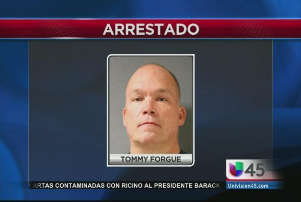 Un oficial del Precinto 5 del Condado Harris fue arrestado esta semana l...