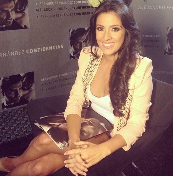 """""""Lista para entrevistar @alexoficial quien estrena #Confidencias"""", anunc..."""
