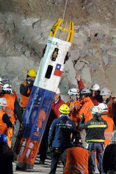 Una vez que la cápsula llegó a la superficie, los equipos de rescate pro...