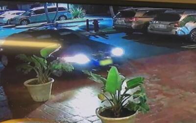Buscan a los sospechosos de un violento robo a una mujer coreana y su hi...