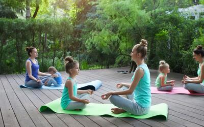 ¡Calma a tus hijos haciendo poses de yoga!