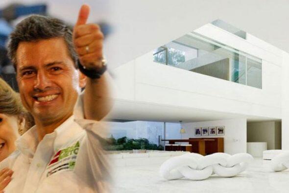 En las últimas horas la #CasaBlanca de Enrique Peña Nieto en Lomas de Ch...