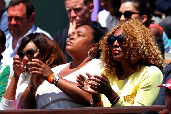 La madre de Serena estaba pendiente en todo momento desde las gradas.
