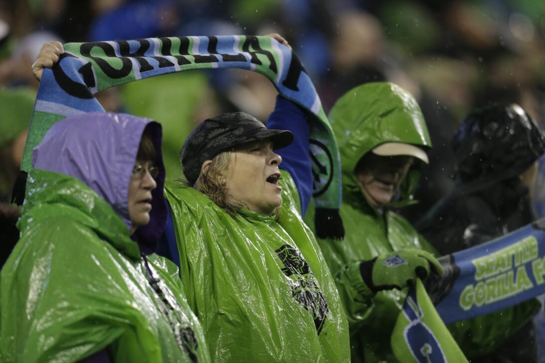 Los colores del fútbol en Seattle en la MLS GettyImages-625226634.jpg