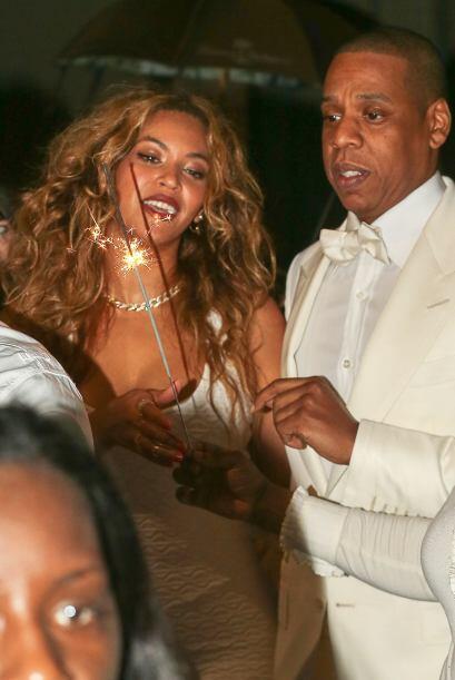 Claro, aquí el arma secreta de Jay-Z: una luz de bengala en el af...