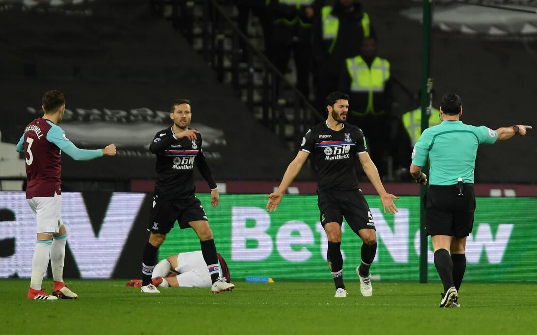 'Chicharito' fue titular y provocó el penal que le dio al West Ham un va...