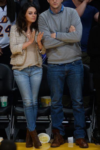 En una salida con su prometido y padre de su hijo, Ashton Kutcher, Mila...