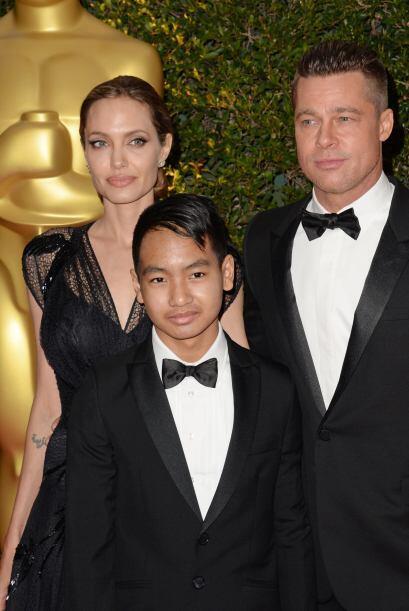 La actriz Angelina Jolie recibió un Oscar de honor por su labor humanita...