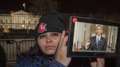 20 de noviembre de 2014, una activista escucha el anuncio de la Acción E...