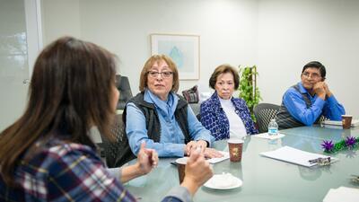 Cuidar a un familiar con alzheimer es una labor de amor que puede generar cansancio y estrés