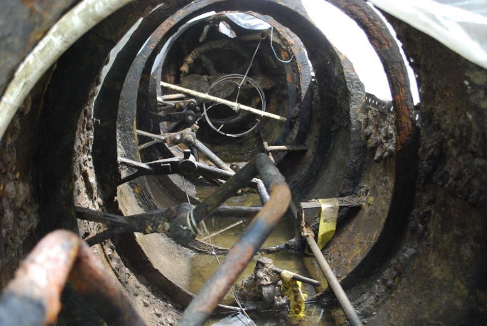 Adentro del submarino Hunley, hundido en 1864 y abierto por primera vez