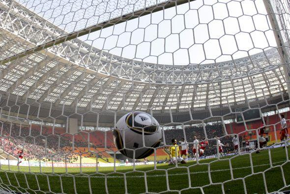 Luzhniki Stadium está ubicado en Moscú y tiene capacidad para 78.394 per...