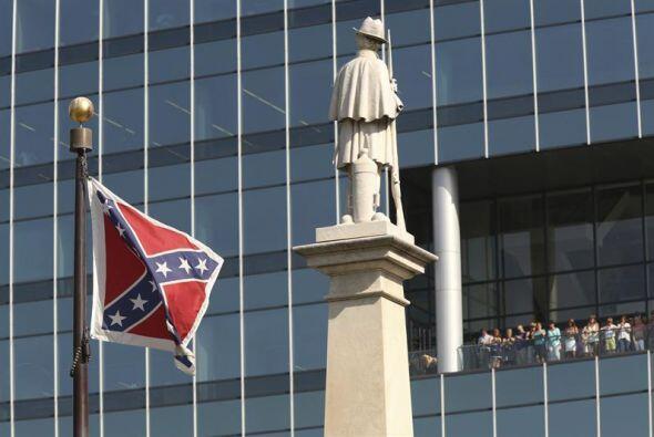 Las marchas se programaron poco después de que la gobernadora Nikki Hale...