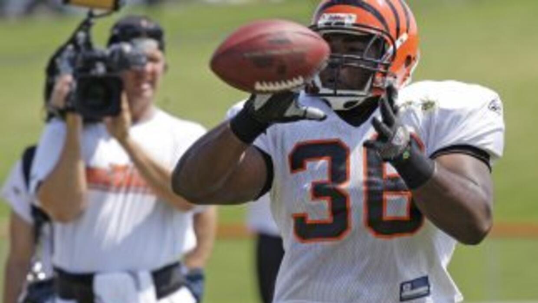 Chris Pressley firmó con los Browns (AP-NFL).