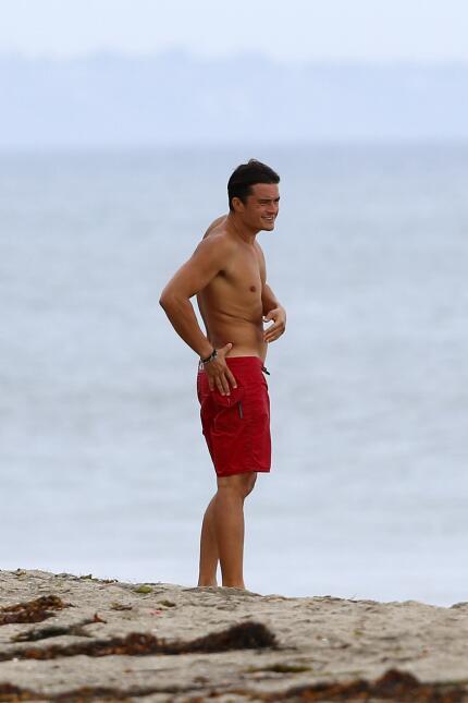 Orlando Bloom disfruta de un chapuzón en Malibú.
