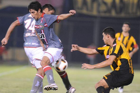 En tanto en Asunción Estudiantes de la Plata sumó de a tres al derrotar...