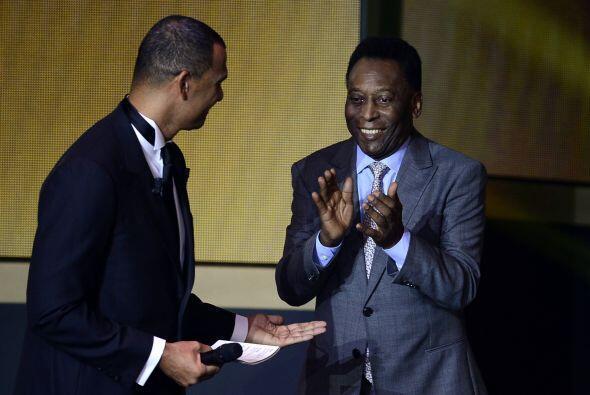 Pelé estuvo en el estrado y fue entrevistado por Gullit.