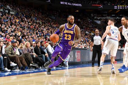 <b>Lakers 120-143 76ers: </b>el equipo de Filadelfia ya suma 36 triunfos en la temporada después de vencer con cierta comodidad al equipo de LeBron James, quien estuvo cerca de un triple-doble (18 puntos, 10 rebotes y 9 asistencias). Además, los 39 puntos de Kyle Zuma fueron en vano.