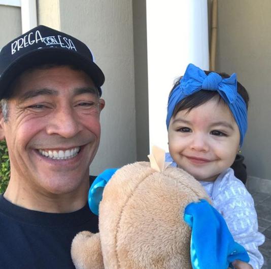 Johnny Lozada con su nieta Amaia