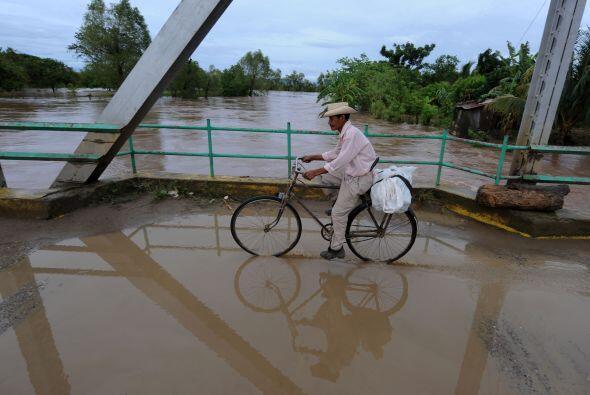 El fenómeno, que tras salir de Honduras se convirtió en depresión tropic...