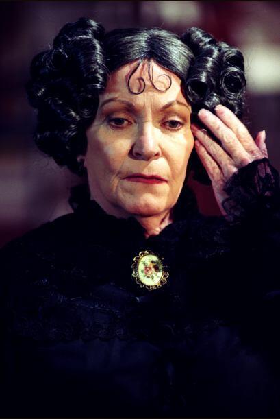 Beatriz Sheridan es Damiana García. Erguida como palo de escoba y siempr...