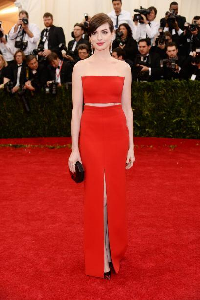 Últimamente como que a Anne Hathaway no le gusta atreverse a cambiar de...