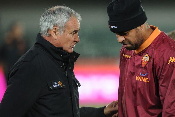 Adriano junto al técnico de la Roma Claudio Ranieri, las cosas no están...