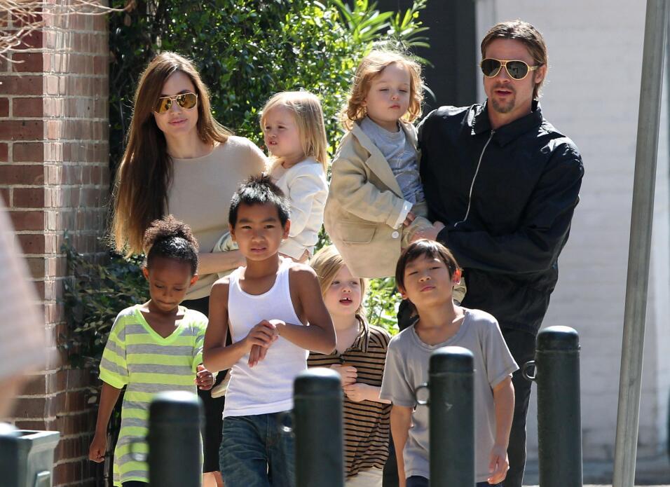 Angelina Jolie, Brat Pitt y sus hijos