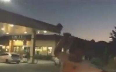 'Los Ángeles en un Minuto': hombre ataca con arma letal a un auto en Cal...