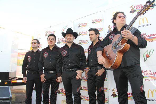 """Los corridos de la banda grupera """"Voz de Mando"""" se hicieron sentir en lo..."""