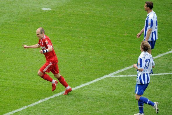 Arjen Robben hizo dos anotaciones para el 3-1 final en un duelo que para...