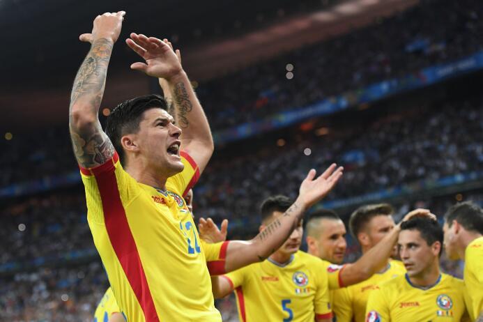 Francia derrotó 2-1 a Rumania en el partido inaugural de la Eurocopa 2016.