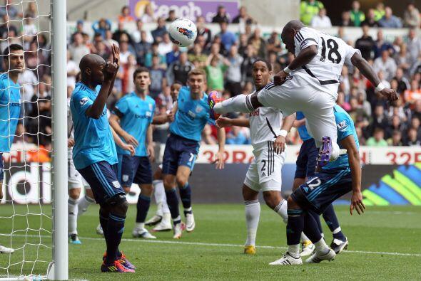 El conjunto recién ascendido, Swansea, marcó los tiempos desde el comien...