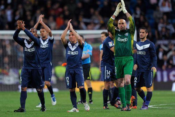 Los jugadores del Málaga festejaron el empate en el Santiago Bernabéu co...