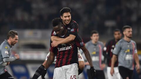 Balotelli pone en ventaja a Milan en Coppa