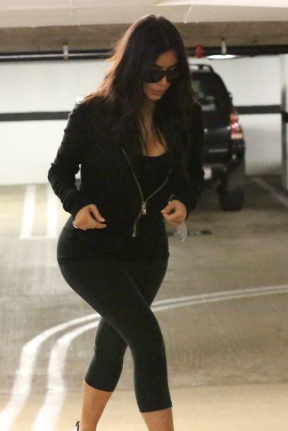 Kim se mostró tímida con las cámaras.