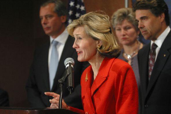 Perry se enfrentó a la senadora Kay Bailey Hutchinson en una batalla cam...