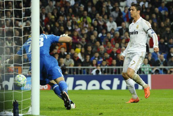 El primer tanto del partido llegó hasta el minuto 26, por supuesto fue C...