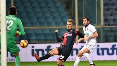 Génova ganó 1-0 a la Fiorentina en duelo pendiente; Carlos Salcedo jugó todo el encuentro