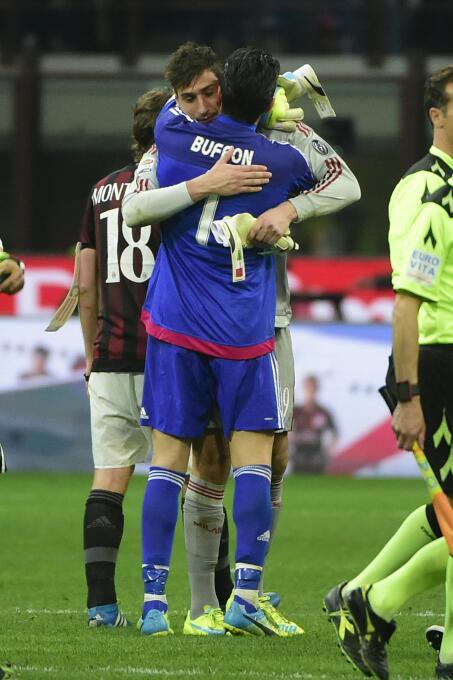 Gianluigi Donnarumma se niega a ser el Buffon del AC Milan GettyImages-5...